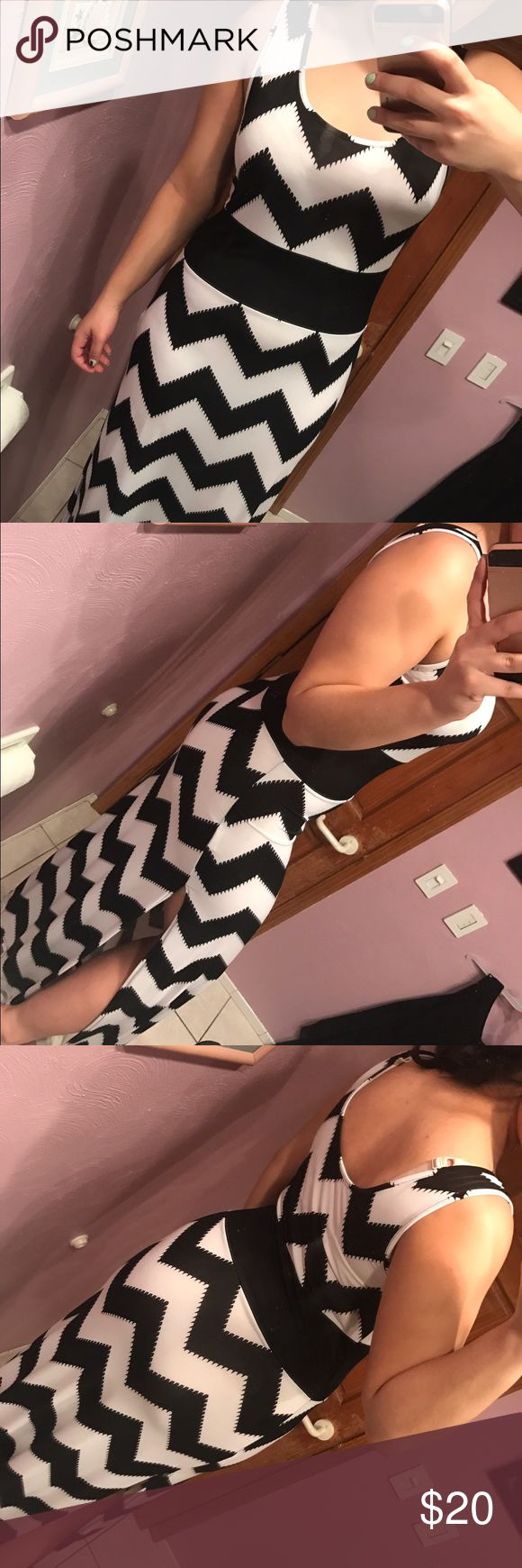 Black and white aztec maxi dress! Very cute! Open leg slit, tank, maxi, perfect condition Forever 21 Dresses Maxi