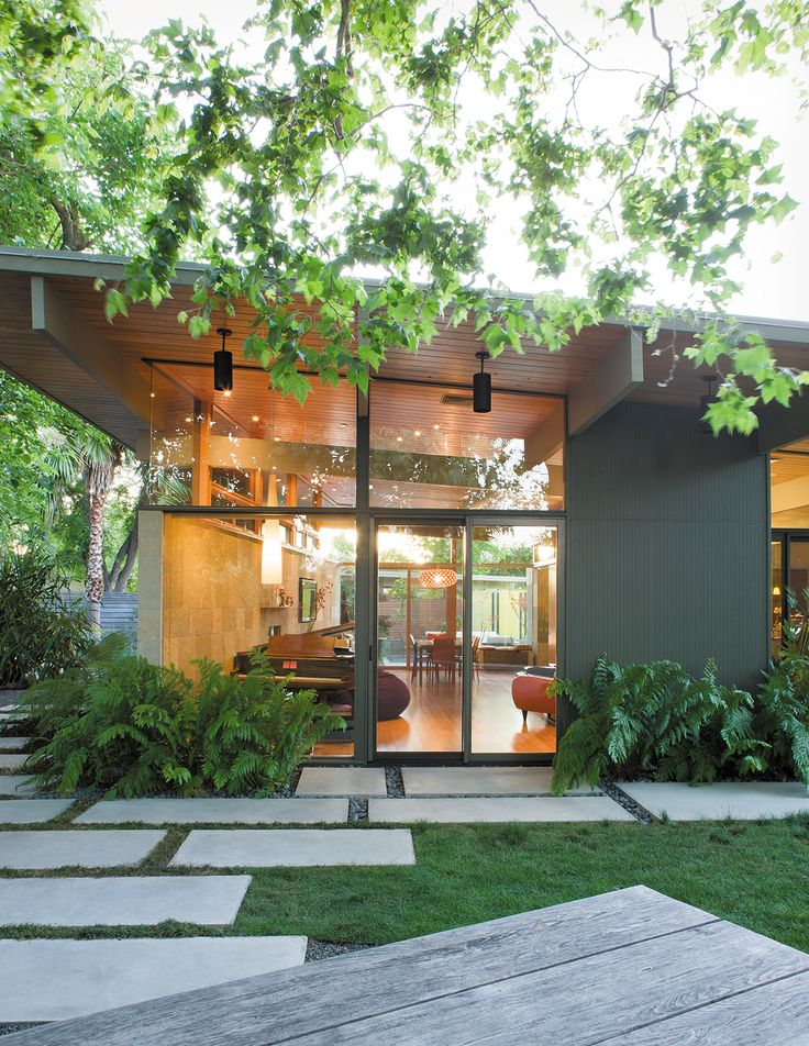 Landscape designer Bernard Trainor masterminded a seamless garden to surround a 1958 Silicon Valley Eichler.