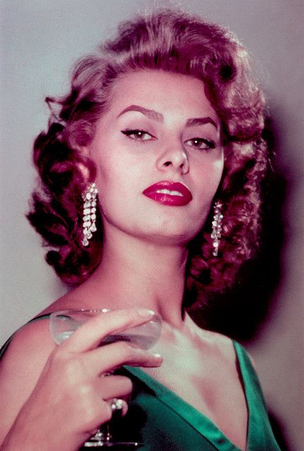 Sofia Loren...(Sofia Vergara ? )... ...another great actress from olden days.