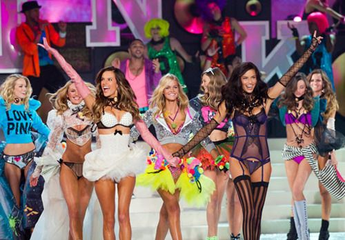 love vs fashion show- now if I could only grow about 8 inches and lose 50 lbs that'd be me up there! lol