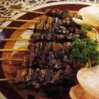 Indische saté mag niet in de Indonesische keuken ontbreken. Het is niet alleen lekker als bijgerecht bij de Indische rijsttafel, maar ook als borrelha...