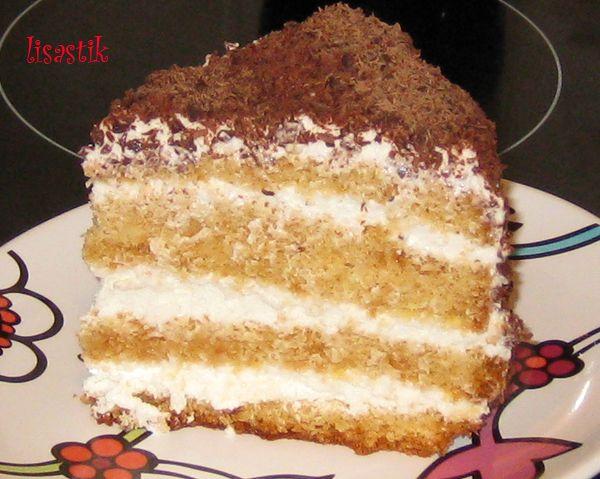 Торт бисквитный с карамелизированной клюквой