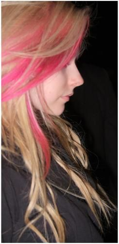 Avril Lavigne has maybe The Greatest Peaky Angular Nose Profile In The World  <3