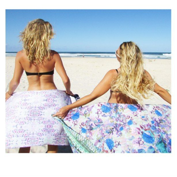 Happy Friday lovers!!! Nearly the weekend! Time to get on the beach, even if it is a bit windy! Worth the LOLODA and TROPI towels and @phanie_brodeur and @jugoineau #urbanexotic #byronbay #weekend #live #holliday #beach #resort #tropical