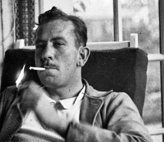 «Non so se ci siano uomini nati al di fuori della natura umana, o se alcuni uomini siano tanto umani da far sembrare irreali gli altri. Forse un semidio vive di tanto in tanto sulla terra». John Steinbeck