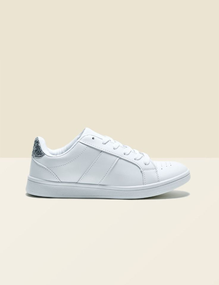 tennis d�tail paillet� blanches - http://www.jennyfer.com/fr-fr/accessoires/chaussures/tennis-detail-paillete-blanches-10013007070.html