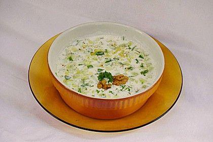 Kalte Suppe mit Joghurt und Gurke