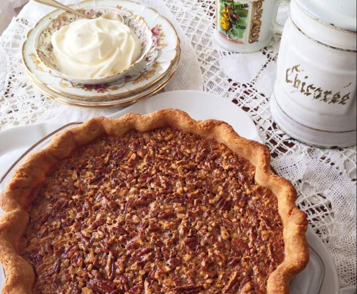 Pecan pie with whipped créme frâiche