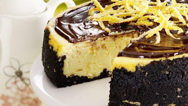 Orangen-Käsekuchen mit Schokoladenboden: Rezept  - Sweet & Easy - Enie backt - sixx