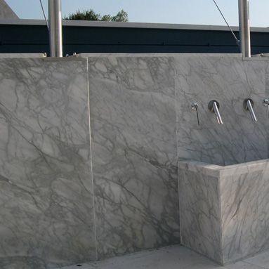 Carrara venato - Fontana per arredo urbano: finitura lucida