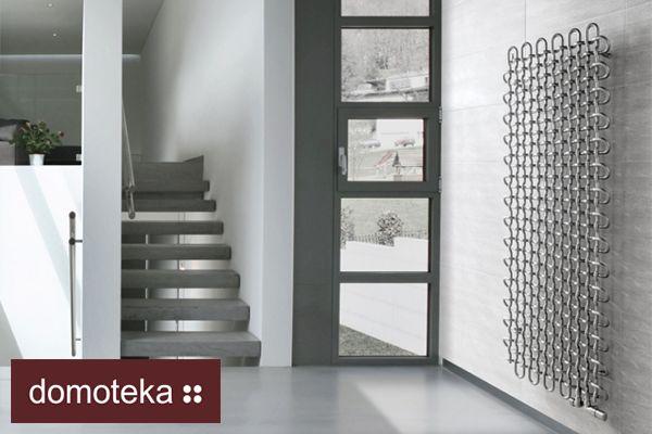 Grzejnik PLC, który znajdziesz w salonie Aleotti, może stanowić niebanalną ozdobę Twojego domu. Doskonale uzupełni minimalistyczne wnętrze w zimnych kolorach.