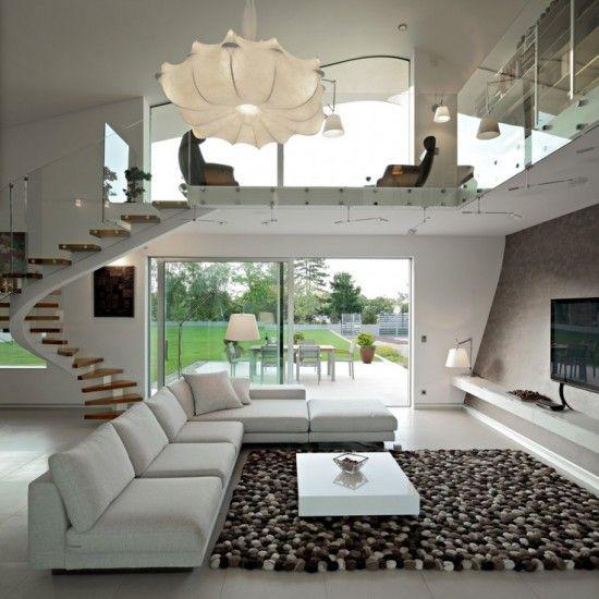 Diseño con tonos claros y una llamativa alfombra.