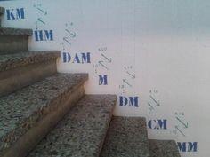 Haremos dibujos de los números y los pegaremos en las escaleras de la escuela para que los niños siempre vayan viendo las numeraciones