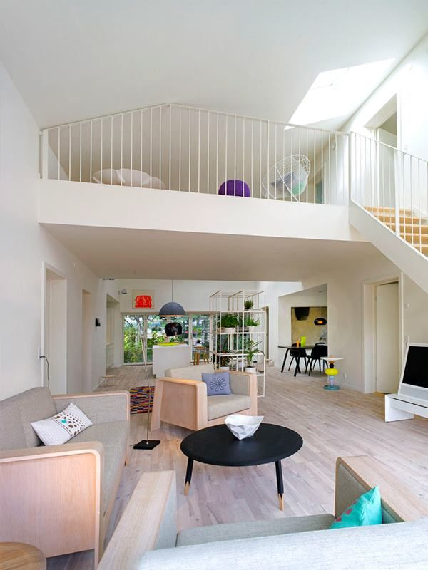 una casa minimalista hecha con maritimos
