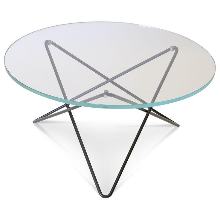 O soffbord från Ox Denmarq, formgiven av Dennis Marquart. Ett snyggt soffbord med mjuka och runda fo...