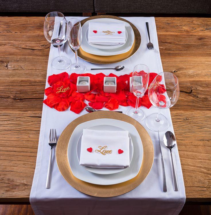Cena Romántica en casa.Con este pack podrás decorar tu mesa y sorprender a tu pareja, crearéis vuestro pequeño gran momento - LOVERSpack #cenaromántica #decoraciónromántica #mesasrománticas #ideasaniversario #comosoprenderamipareja #lovers #ideasmesaromantica #valentineday #sanvalentin #cenaromanticaencasa #cenahotel #loverspack #cajasromanticas #cajasromanticasysensuales #romanticmoment #regalos
