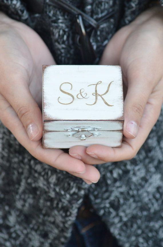 Rústico anillo caja de portador por BellaBrideCreations en Etsy