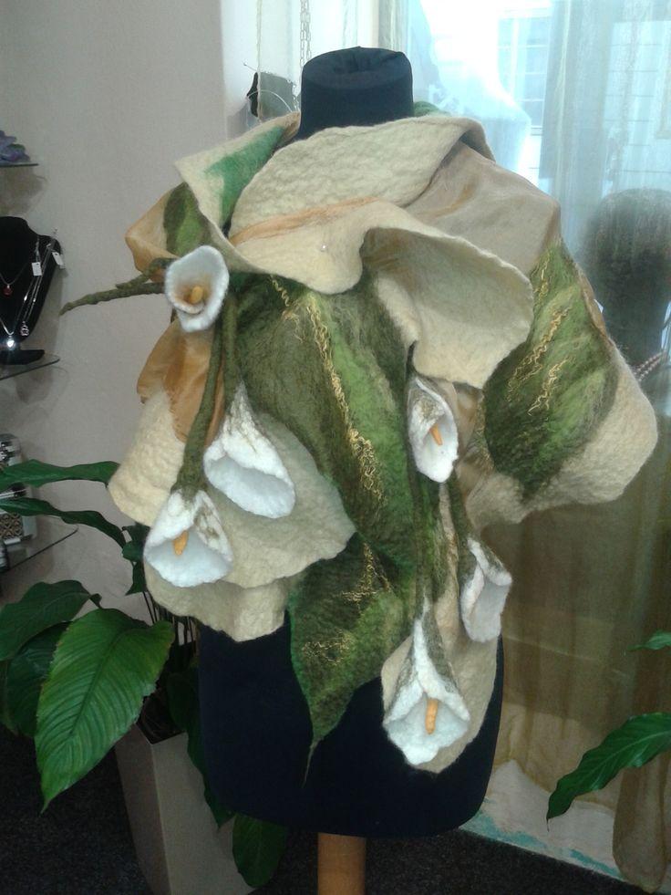 originální pléd s kalami vyrobený mokrým filcováním, spojení vlny merino a hedvábí, handmade