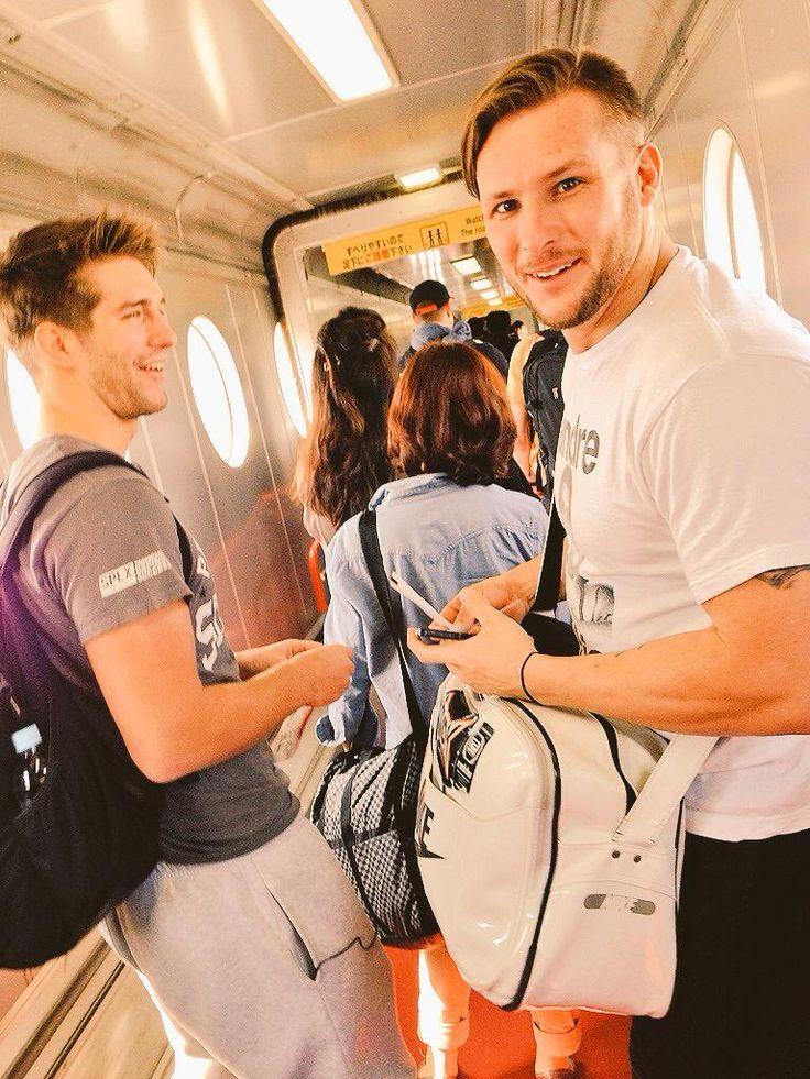 """マイキー・ニコルス - MikeyさんはTwitterを使っています: """"#WayBackWednesday that time @shanehaste and @zacksabrejr were about to get on a plane... http://t.co/fVyRGoaKmH"""""""