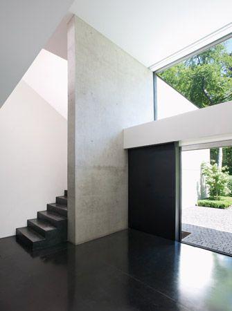 Glass highlight above entrance door. Marc Corbiau - Bureau d'Architecture