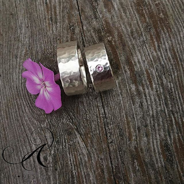 Vackra, handgjorda  IVALDE med rosa safir. Design och arbete: Kenneth Lindström, Alv Design. webbshop www.alvdesign.se