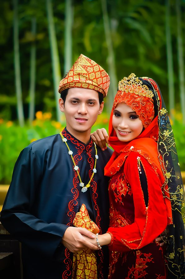 malaysian wedding customs essay Traditional malay wedding customs in malaysia - 1 malaysia  this paper discuss about how malays who inhabit in  essay malaysian customs and traditions : online .
