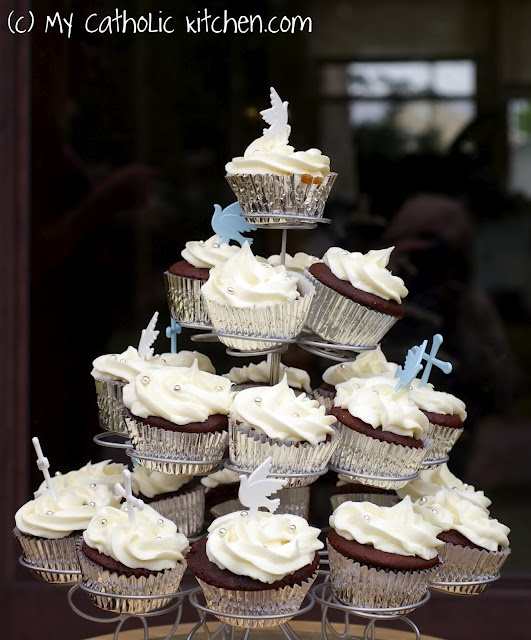 #cupcakes First Communion cupcakes     If you like this pin, re-pin or like it :)   http://subjectbase.com