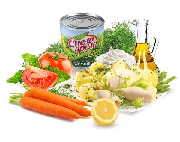 Салат из кальмаров  Ингредиенты:   •200 г консервированных кальмаров,  •100 г отварного картофеля,  •100 г моркови, 100 г свежих помидоров,  •100 г консервированного зеленого горошка Спело-Зрело,  •половина лимона,  •30 мл растительного масла,  •50 г сметаны,  •зелень укропа,  •соль.