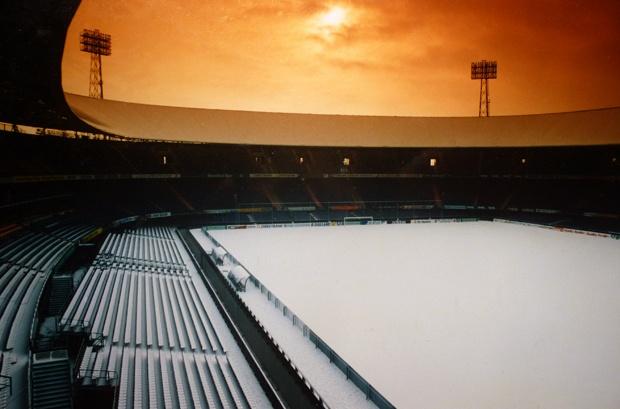 De Kuip vol met sneeuw