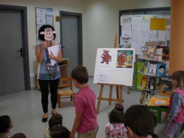 """Con la careta del Grúfalo. Contando """"El Grúfalo"""" a los alumn@s de 2 y 3 años del Centro de Educacion 0-3 años de Mendavia."""