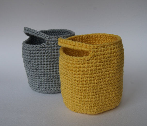 Set of 2 Storage Basket in Gray and Yellow von maricatimonsina, €18,00