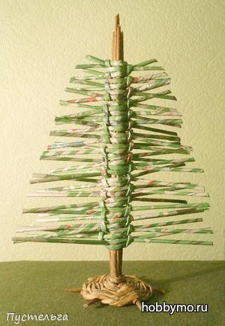 Новогодняя елка из газетных трубочек