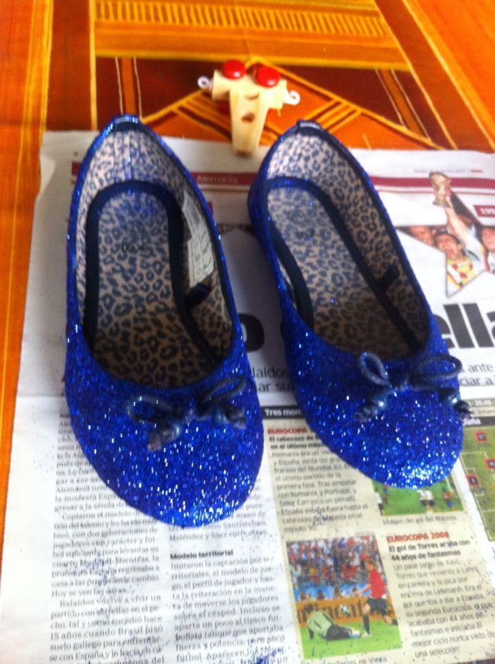 hemos convertido unos zapatos de mi hija lleno de pelados en unos preciosos zapatos de fiesta
