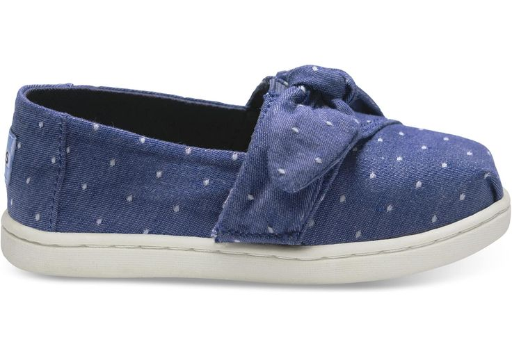 These Alpargatas are the perfect combination of comfort and classic, with a bow detail for a little fun.