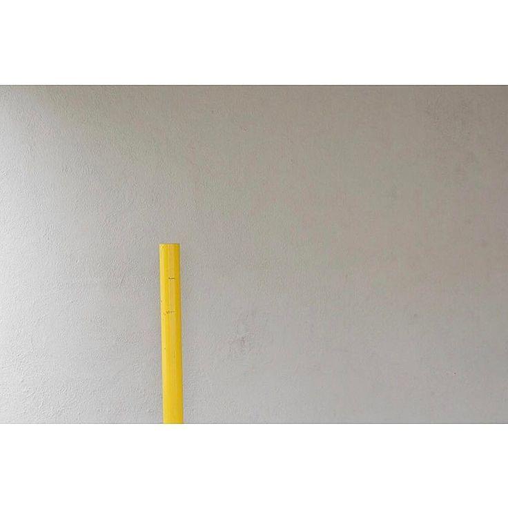 Yellow pole .. http://ift.tt/1T5JTv5 #minimalzine #noicemag #fdicct #archivecollectivemag #rentalmag #lekkerzine #subjectivelyobjective #minimalmood #thisveryinstant #oftheafternoon  #thentherewasus #minimalism #myfeatureshoot #heylovlab @mrneilmason #mrneilmason #motherlondon #minimalist #minimalism #archivecollectivemag #brettmagazine #phroommagazine #lasvegas #vagas #minimalist #creativereview #neilmasonphotography @archivecollectivemag #architecturephotography #neilmasonphotograpy…