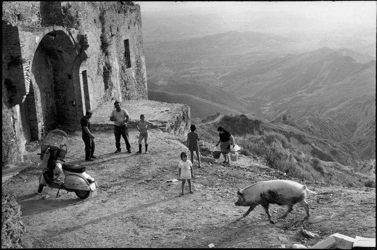 Henri Cartier-Bresson, Pisticci, Basilicate, Italie, 1973. © Henri Cartier-Bresson/Magnum Photos.