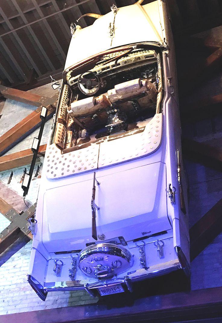 Carro country no bar Honky Tonk Nudie's em Nashville  #Bitsmag #BitsmagTV #cultura #viagem #madrugada #noite #musica #streetart #artepop #hoteisboutique #seriados #lifestyle #streaming #netflix #amazon #primevideo   http://bitsmag.com.br/viagem