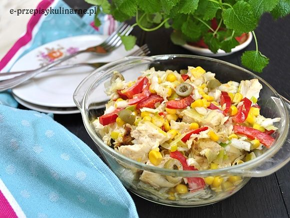 Kolorowa sałatka z kurczaka, kapusty pekińskiej i kukurydzy  (188 kcal)