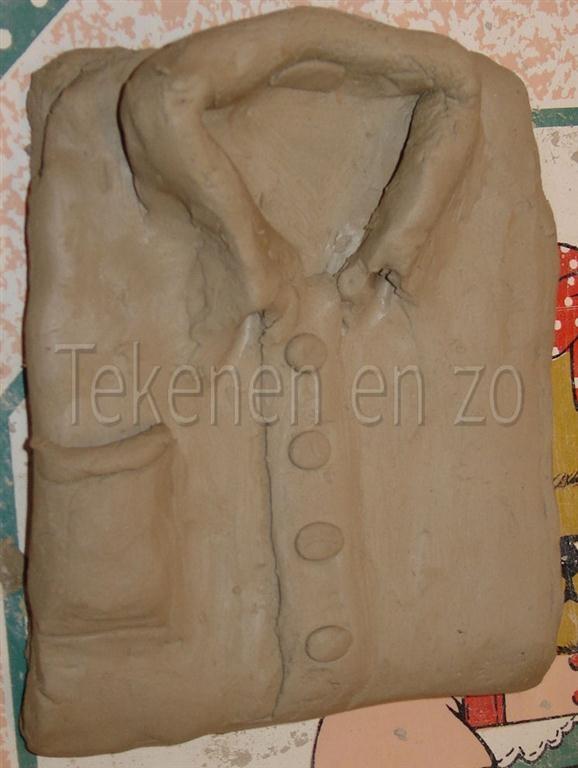 Boetseren, modelleren: met zacht materiaal vorm in model brengen. Dat materiaal kan zijn: klei, was, deeg en papier maché