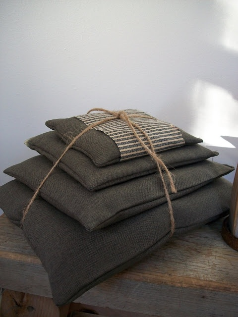 Our Pioneer Homestead: Wagon-Ride Sawdust Pillow Stack - create for a wagon ride, or to sit on while studying our nations pioneers!