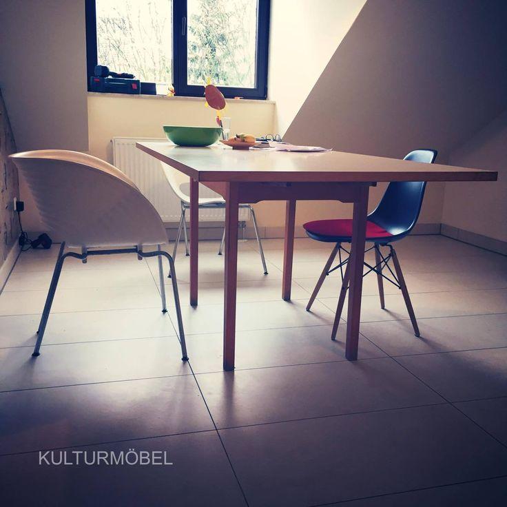 Im neuen Zuhause bei Denis angekommen - Küchenbank und Tisch aus den 60ern. Schön sieht's aus in Flur und Küche. Nachhaltig schön. ❤️ www.kulturmöbel.de