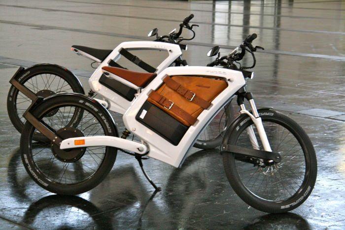 Feddz hybride moto et vélo - concept vélo électrique cargo avec espace de transport d'objets