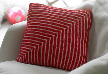 Knit striped cushion - Strikket pudebetræk med rød hvide striber