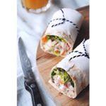 | l u n c h w r a p | Yes, het is weekend! Misschien maak ik straks voor de lunch nog wel een keertje deze wraps met eigengemaakte kipsalade met gerookte kip, walnoten, bosui en rode appel. Recept staat al op de blog. Geniet van jullie weekend foodies!💕 . . #weekend #weekendbites #lunch #lunchbox #wraps #wrap #salade #kipsalade #gezond #foodie #healthy #fitdutchies #recept #recipe #healthyfoodshare #healthyfood #healthychoices #homemadefood #delicious #yummyness #foodsharing…