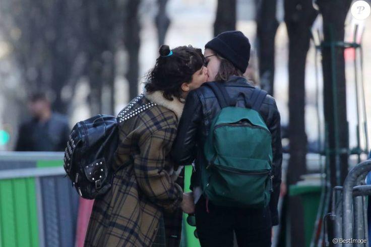 Kristen Stewart et Soko officialisent ! Check more at http://people.webissimo.biz/kristen-stewart-et-soko-officialisent/