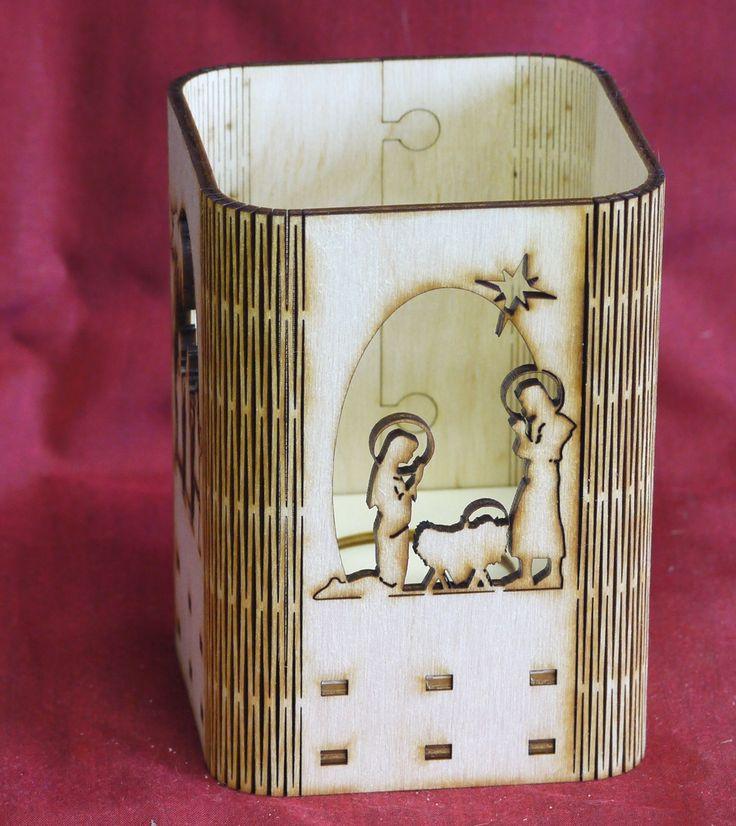Svítilna na čajové svíčky - Betlém Svítilna na čajové svíčky z tvrdé překližky. Postavičky jsou velké cca 4cm. Výjev z Betléma. Tři králové - Jezulátko v jeslích, Panna Marie a otec Josef - pastýři Část v rozích prořezávaná aby se dala lehce ohýbat. Pouze pro čajové svíčky Rozměry 12 x 8 x 8 cm Svícen může být z důvodu levnější dopravy rozložený, ale ...