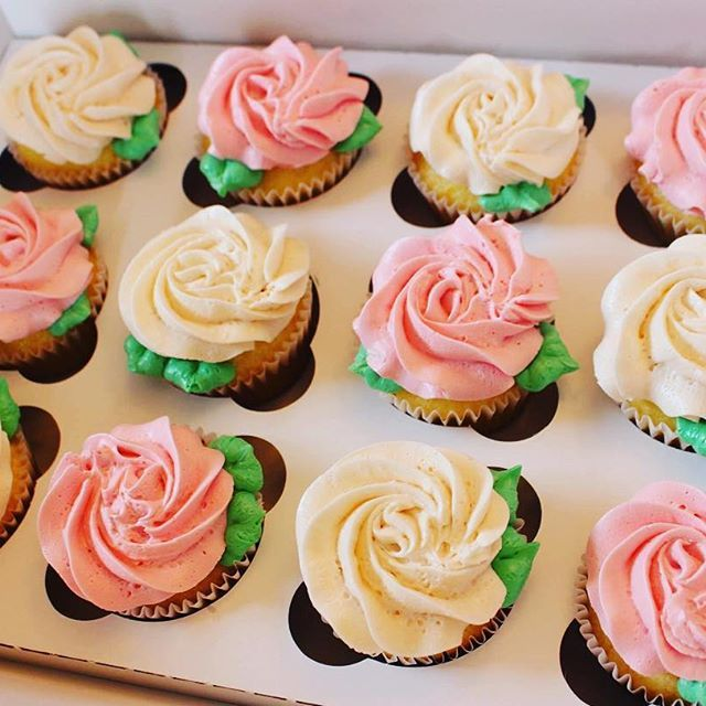 Lemon raspberry cupcakes! #cupcake #cupcakestagram #instacupcakes #roses #buttercream #buttercreamroses #beautiful #birthday #nom #yum #sahm #mompreneur