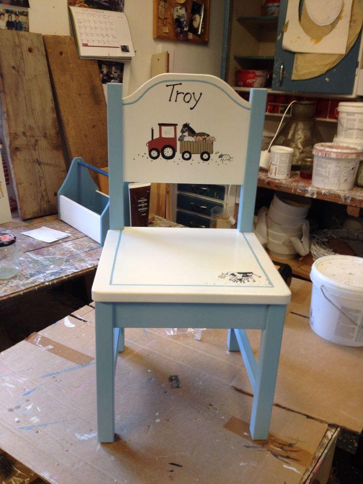 Barnstol i ljusblått och vitt med Lantgårdsmotiv