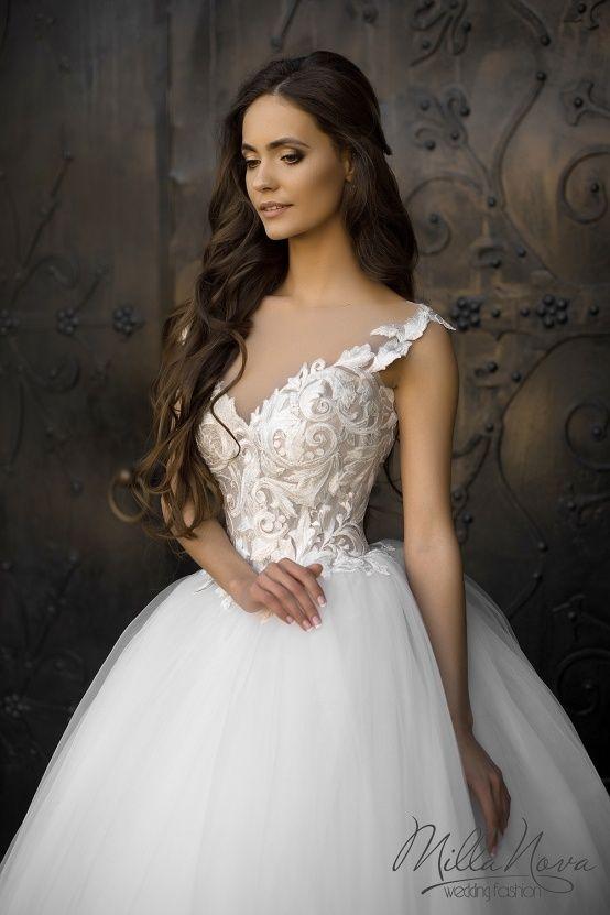 Um verdadeiro achado: conheça os vestidos de noiva repletos de detalhes e rendas…