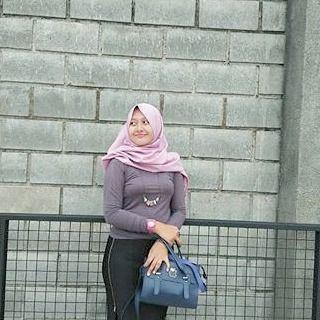 Repost from @heni.w --- #wanitaberhijab #hijabcommunity #instahijab  #hijabhits #selfiehijab 